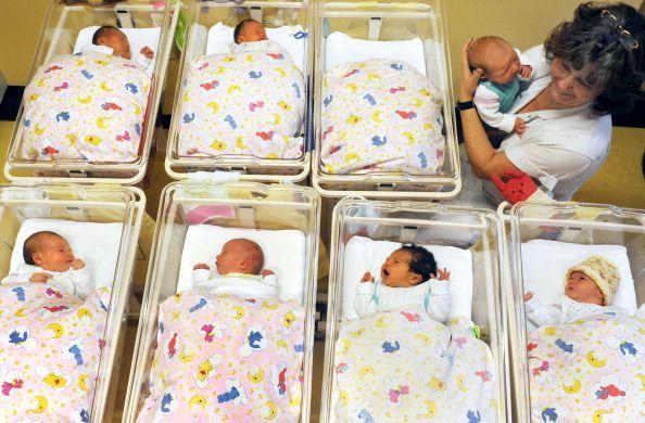 Urla furiose in sala parto. Lei partorisce bimba di colore, lui sfascia ospedale. Succede ad una coppia di Casagiove a cura di Giovanna Longobardi - http://www.vivicasagiove.it/notizie/urla-furiose-sala-parto-partorisce-bimba-colore-sfascia-ospedale-succede-ad-coppia-casagiove/