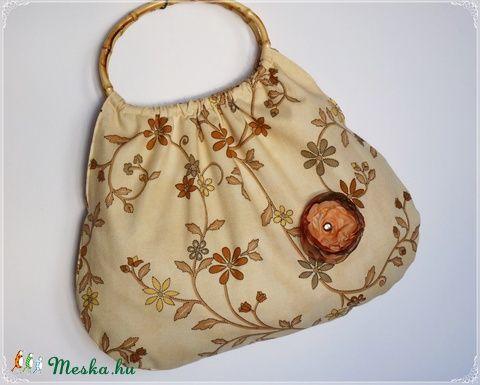 Meska - Virágindás retró táska + ajándék kitűző pannika kézművestől