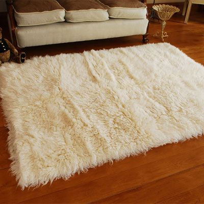 25 best ideas about fuzzy rugs on pinterest white bedding cozy dorm room and beautiful curtains. Black Bedroom Furniture Sets. Home Design Ideas