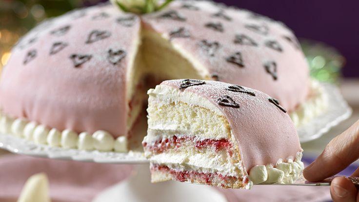 Ljuvlig prinsesstårta med rosa marsipan Yummy Yummy Yummy