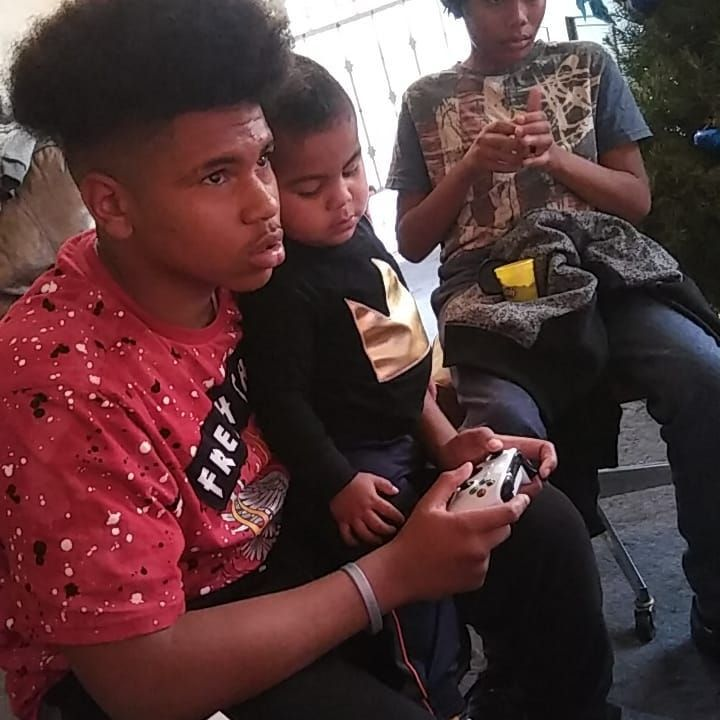 My baby boy learning to play xbox with his uncle Tristan #family #uncle #memories #videogames #learning #xbox #nephew #2018 #preciousmoments #chillin #iinkthabarber #afro #tattoos #love #instaselfie #photooftheday #northside #longbeach #compton #thisishowwedoit #daddygang #prouddaddy