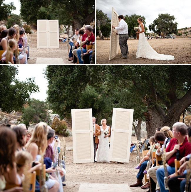 great way to hide the bride for an outdoor wedding entrance so cute