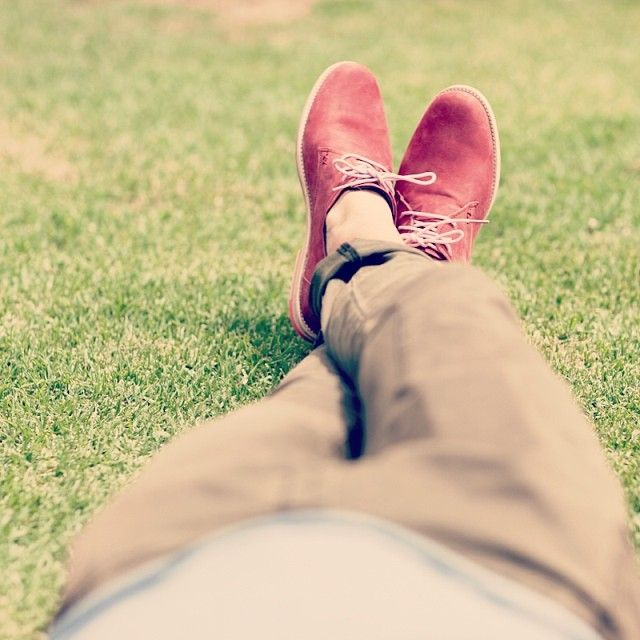 A true Maverick never takes himself or life too seriously. #maverickslaces #likeamaverick #colour #color #menstyle #fashion #shoes #shoeporn #shoelaces #pink #red #spring #relax #mensfashion