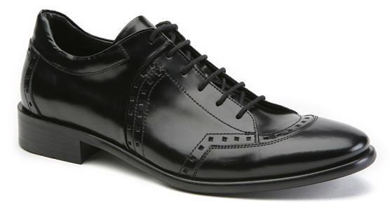 Klasik ayakkabılar ülkemizde çok tercih edilen ayakkabılardır. Özellikle klasik ayakkabı erkek modası için son derece önemli olmakla beraber çalışma şartları açısından aynı zamanda bu tip ürünlerin kullanımı bir zorunluluk da olabilir. Ama bunun dışında da klasik ayakkabı modelleri son derece yaygın olarak tercih edilmektedir. Klasik giyim tercih ediliyorsa bu tip ayakkabıların seçimi zorunlu olsa uygun...