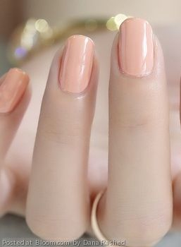 Repinned: Perfectly Peach Nails.