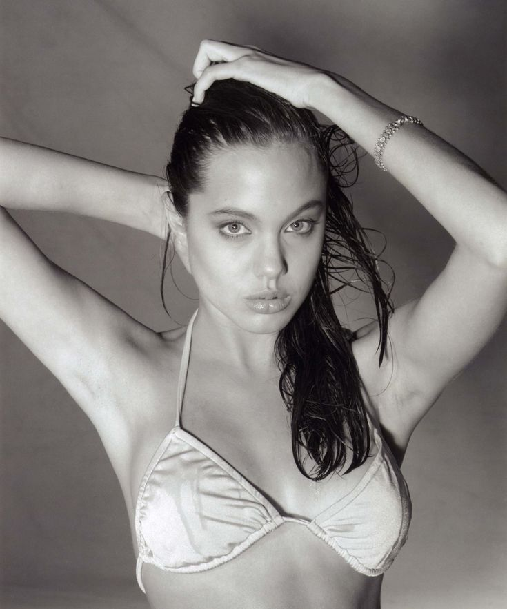 aAfkjfp01fo1i-12554/loc208/70365_Angelina_Jolie_-_1991_Harry_Langdon_Collection_14_122_208lo.jpg