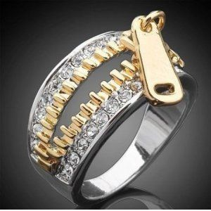 Золотое кольцо с натуральными бриллиантами