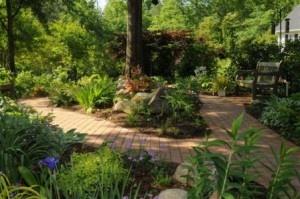 brick pathway: Bricks Pathways, Shades Gardens Plants, Backyard Idea, Backyard Shades, Gardens Idea, Front Yard, Heart Plants, Nature Hardwood, Back Yard