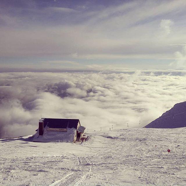 Un peisaj superb... Cota 2000 - Sinaia, România! .  .  .  .  #eHaiHui #AroundTheWorld #O9ZI #SecretTRIP #CalatoriiSecrete #CalatorieSecreta #Sinaia #Cota2000 #România #Iarna