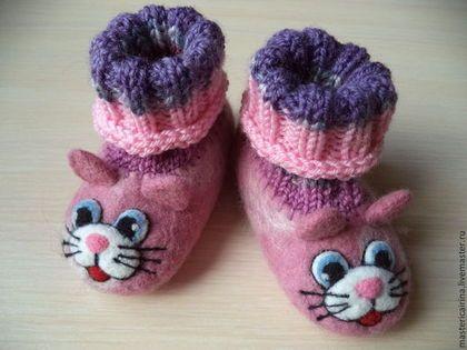"""Детские валяные тапочки """"Котики"""" - шерсть меринос,детская пряжа,детская обувь"""