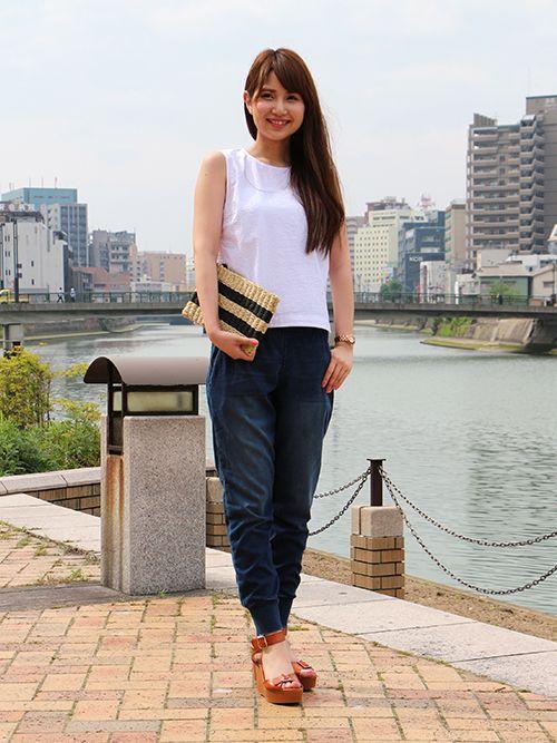 【キャナルシティ博多店スタッフ注目コーデ】 トレンドのデニム風スウェットにコンパクトシルエットのノースリーブシャツを合わせてミニマムに。カジュアルで女性らしいクリーンな印象に。 ノースリーブシャツ (Color:ホワイト/¥4,900/ID:516135/着用サイズ:XS) デニムジョガーパンツ (Color:インディゴ/¥9,900/ID:416110/着用サイズ:XXS) サンダル (Color:ブラウン/¥7,900/ID:516128/着用サイズ:6) その他:参考商品 スタッフ身長:163cm ■キャナルシティ博多店 http://loco.yahoo.co.jp/place/g-aJEmiaPzlPw/ ■オンラインストアはこちら http://www.gap.co.jp/browse/subDivision.do?cid=5643
