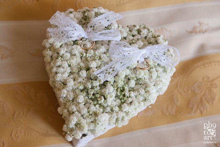 Fioreria Oltre/ Floral ring bearer pillow/ Baby's breath heart/ Photo credit: Photoart Casonato