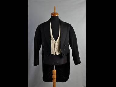 Číšnický frak Josefa Valčíka (Východočeské muzeum Pardubice). Waiter dress coat of Josef Valčík.
