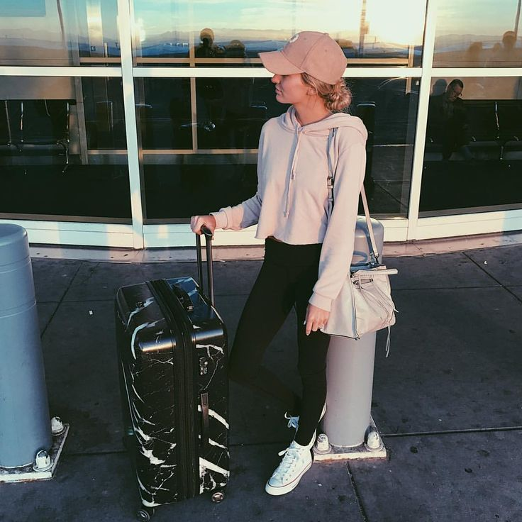 """85.5k Likes, 293 Comments - Lauren Bushnell (@laurenbushnell) on Instagram: """"Off to the Windy City, the city that never sleeps, the big apple. That's what they say about Los…"""""""
