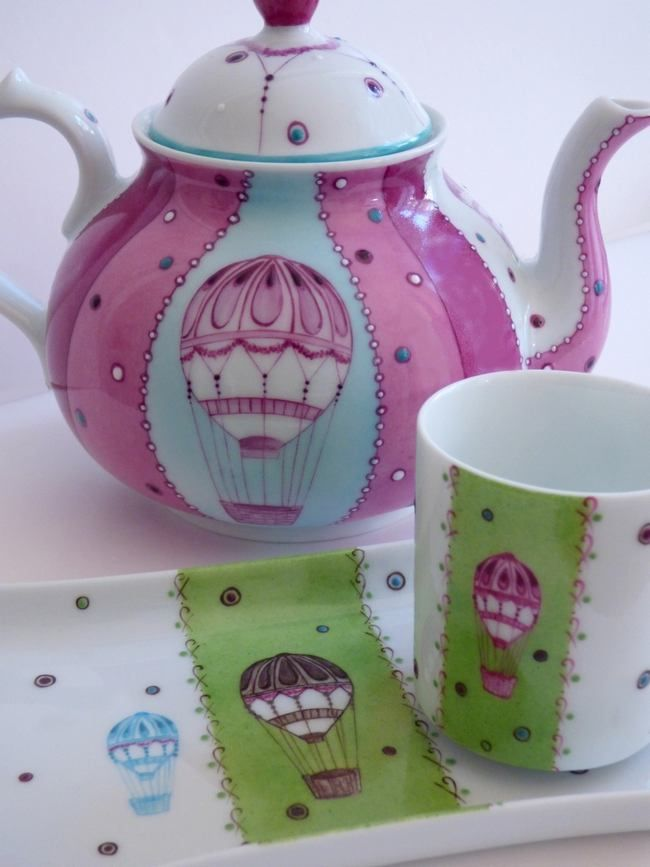café gourmand en porcelaine de Limoges peint à la main collection balade en montgolfière