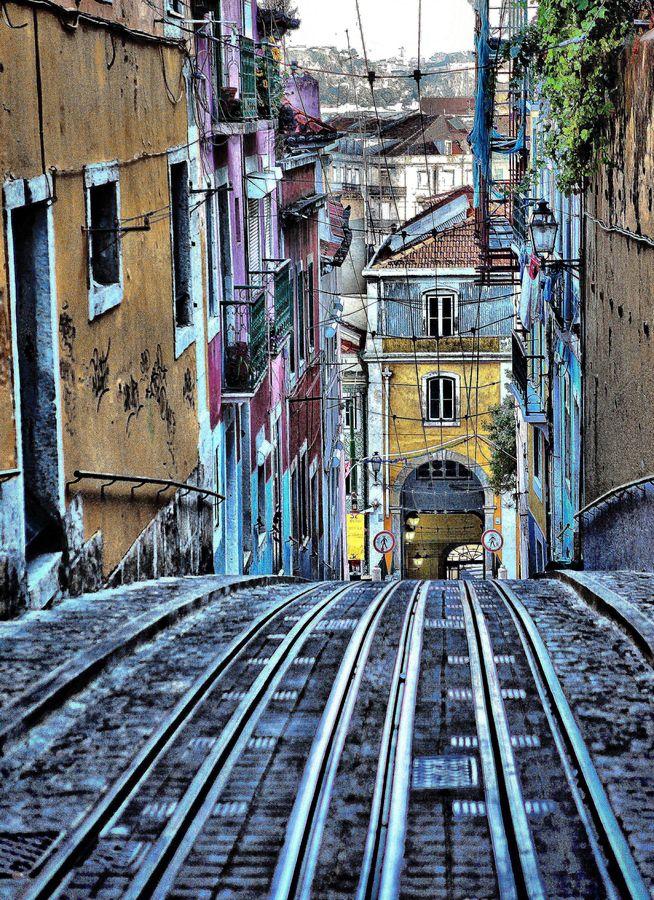 Photograph  Bairro alto by Rémi FERREIRA on 500px