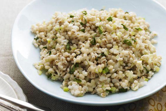 Voici un nouvel accompagnement qui pourrait voler la vedette au riz! À base d'orge perlé, ce pilaf régalera huit personnes.