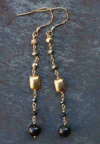 Boucles d'oreilles dorées perles pyrite par 5 Octobre pour l'Atelier des Bijoux Créateurs.