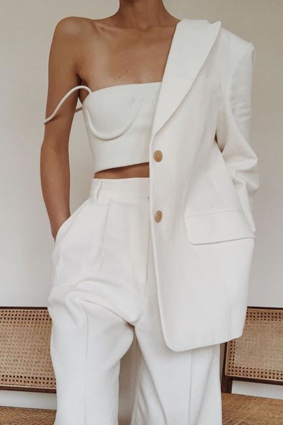 How To Wear White High Waist Pleated Trousers This Summer
