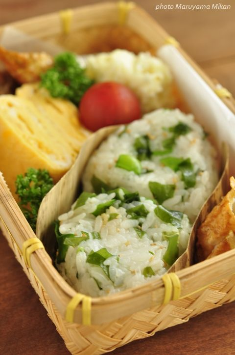 Japanese Bento Lunch Box with Wakame Sea Vegetable Mixed Rice Ball, Tamagoyaki Omelet|わかめごはんおにぎり弁当 by Maruyama Mikan