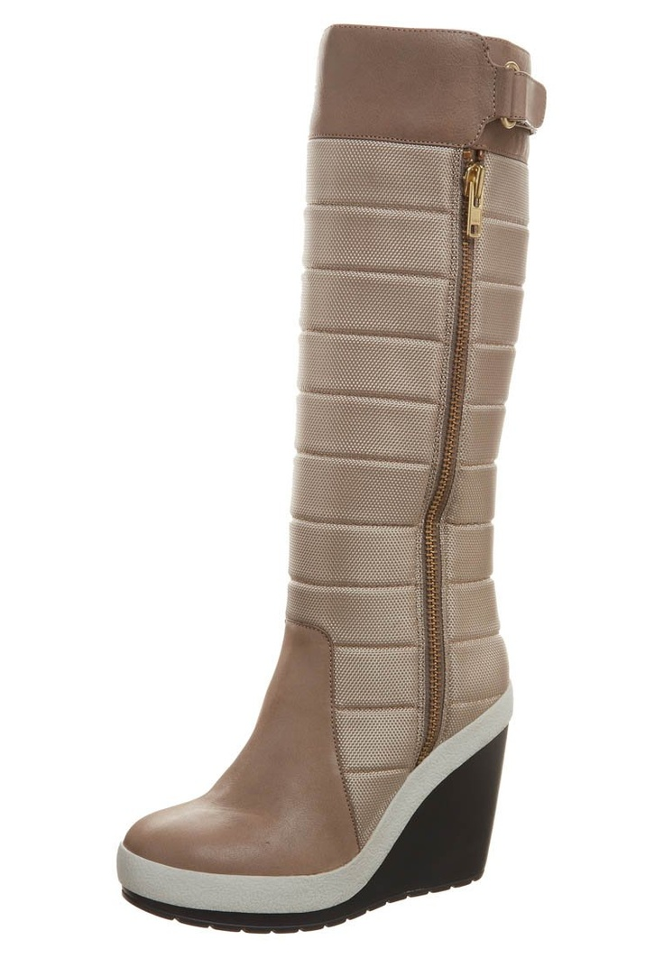 ABBIE - Wedge boots - look so warm