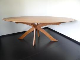 Ovale tafel 'Belle Gambe' bamboe