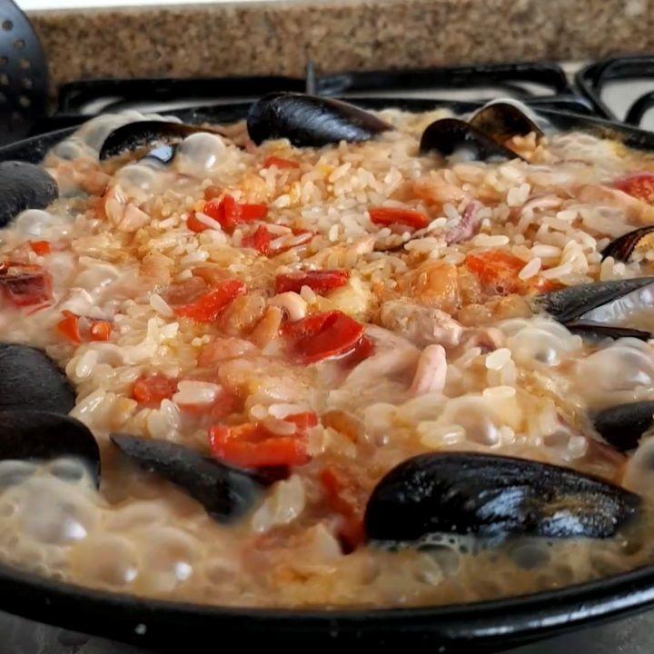 Comida que se echa de menos cuando uno vive lejos; paella casera...en instagram el video...aviso que da hambre!!! Tipical spanish food: paella; missing it in my expat life