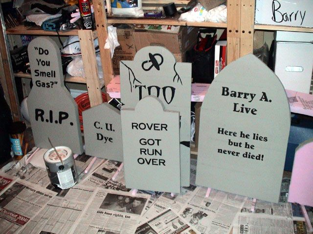 quick and dirty tombstones haunted yards dot com - Zombie Decorations