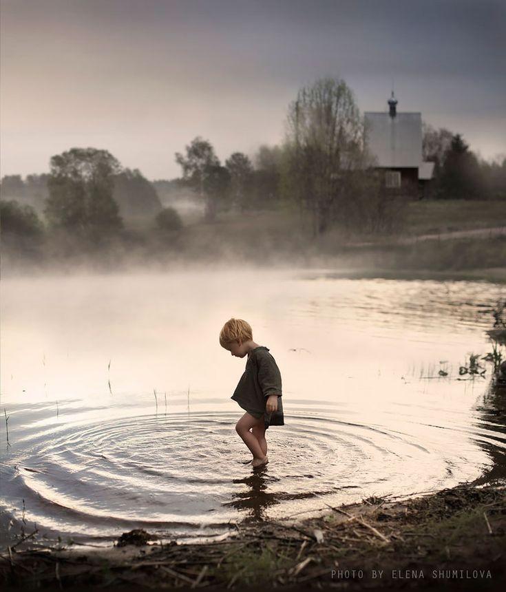 Esta fotógrafa transformó su entorno, animales e hijos en un cuento de hadas