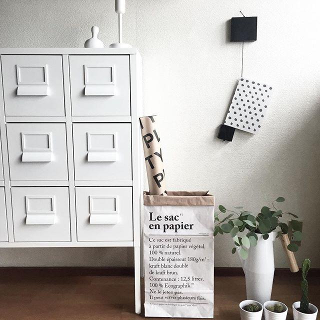 Instagram media by mayuriru22904isoftbankjp - +フック+ 雨が酷くなってきました今日は引きこもりしてます。連投気味でゴメンなさい . . DIYしたフックをやっと壁に付けました。 . . オシャレ雑誌が無いのでHAYのノートを掛けてます♪(´ε` ) . . @momohome500 あさみちゃんにプレゼントしてもらったペーパーバッグ♡お気に入りです . . #IKEA#DIY#serax#HAY#ユーカリ#ポポラス#iittala#素敵便#ペーパーバッグ #instapic#instahome