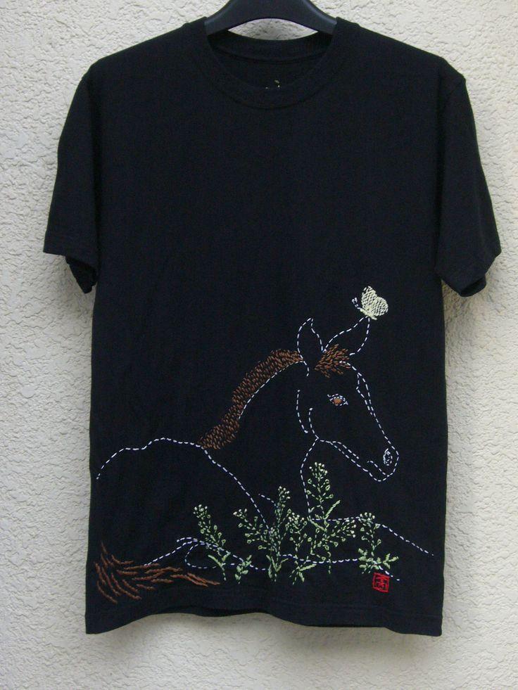 「モンシロチョウと黒い馬」