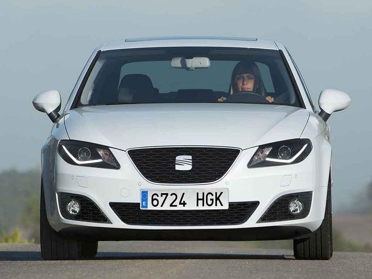 Seat Exeo 2012: Tiene un motor, de origen Audi, de cuatro cilindros alimentado por gasolina de 2.0 litros y 16 válvulas con sistema de inyección directa TFSI que genera 200CV a 5.100rpm y un torque de 207lb-ft a 1.800rpm, que se acopla a una transmisión automática Multitronic de siete velocidades. Tiene una velocidad máxima de 235 Km/h y una aceleración de 0 a 100kms en 7.3 segundos. Su consumo de combustible combinado es de 13.8 kms/litro.
