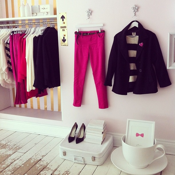 hot pink & black with a giant tea cup