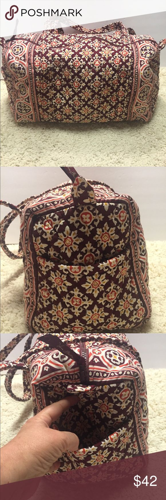 "[Vera Bradley] travel bag zipper closure shoulder [Vera Bradley] travel bag with zipper closure and shoulder strap  Excellent preowned condition  CLEAN One pocket on the end of bag.  Interior has no pockets just lots of room for storage Bag is about 18"" wide and 11"" tall Vera Bradley Bags Travel Bags"
