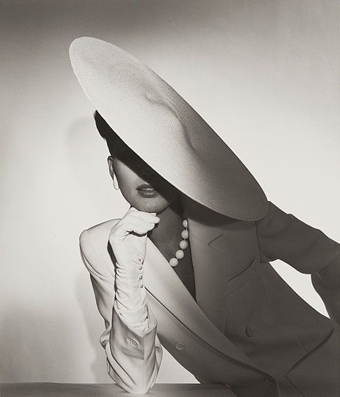 Horst P. Horst Study in Ivory Advertisement for Saks, 1982 Silver Gelatin Print 36 x 28 cm © Horst Estate