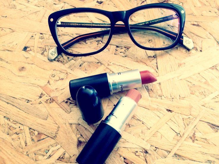 Οδηγός μακιγιάζ για γυναίκες που φοράνε γυαλιά από την Makeup artist του ipop - iPop