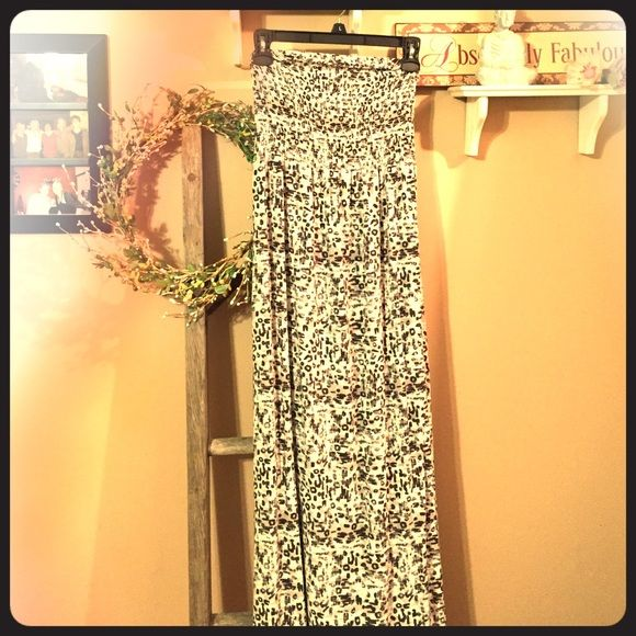 Mudd Leopard Maxi Dress Size M Soft, flowy leopard print maxi dress, size medium, by Mudd. Bandeau top, grey and white. Perfect for the beach! Mudd Dresses Maxi
