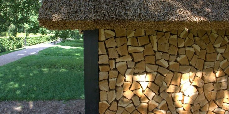BRÆNDE UNDER TAG - Firewood under a roof