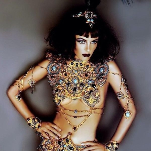 @Eb Hurley The Queen Cleopatra!, Wish I was Julius Caes... on Twitpic