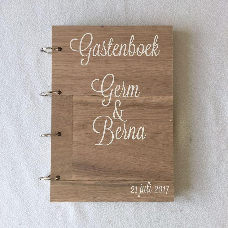 Een gepersonaliseerd houten gastenboek, dat kan gewoon! Een echte eyecatcher voor jullie bruiloft. Zelfs jullie trouwlogo of andere teksten zijn op het gastenboek te plaatsen. Het gastenboek is gemaakt door Belevenis op je Bruiloft. Wij maken handgemaakte trouwaccessoires van hout. Alles is verkrijgbaar van enveloppendoos, ringendoosje, gastenboeken tot tekstborden. #bruiloft #trouwen #huwelijk #wedding