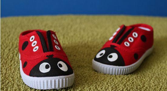 Zapatillas pintadas a mano: mariquita, personalizadas, zapatillas, botas. Customizadas.