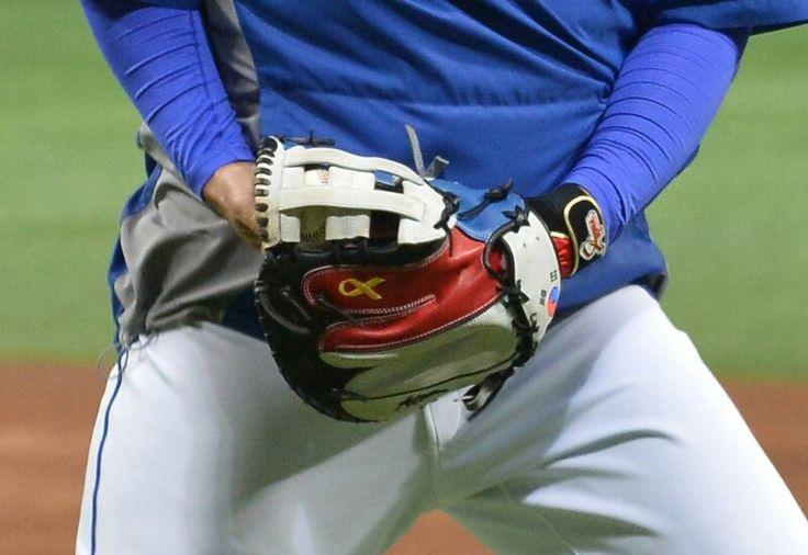 야구 국가대표 이대호 글러브에 새겨진 노란리본