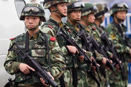 В Синьцзяне напавшие на толпу преступники с ножами убили 5 человек       В Синьцзян-Уйгурском автономном районе на северо-западе КНР на людей напали с ножами трое неизвестных. Инцидент произошел вечером во вторник, 14 февраля, в уезде Пишань. Трое преступников напали на толпу, погибли пять человек, еще пять ранены. Полиция всех нападавших застрелила.