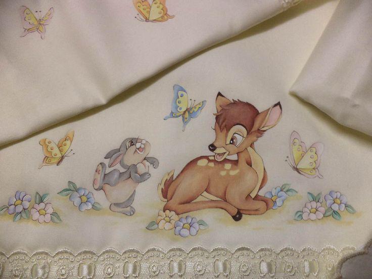 dettaglio lenzuolino Bamby dipinto su stoffa