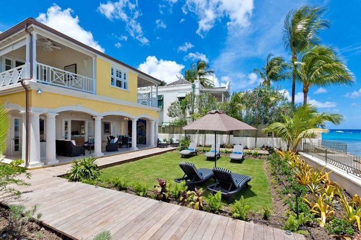 Villa Still Fathoms te Barbados is een moderne vijf slaapkamer vakantievilla direct gelegen aan de oceaan in Reeds Bay mooie tuin aan het strand.