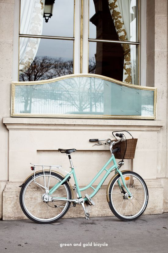 green and gold bicycle / Le Meurice, Paris (France) - photography by Tyssia