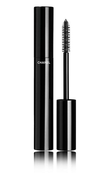 Free shipping and returns on LE VOLUME DE CHANEL Mascara at Nordstrom.com. The high-precision mascara achieves instant volume and intensely lush color in a single stroke. Its innovative formula expands, plumping lashes to their fullest. The exclusive new Snowflakes brush combines long and short bristles to deliver an extreme, eye-opening effect.