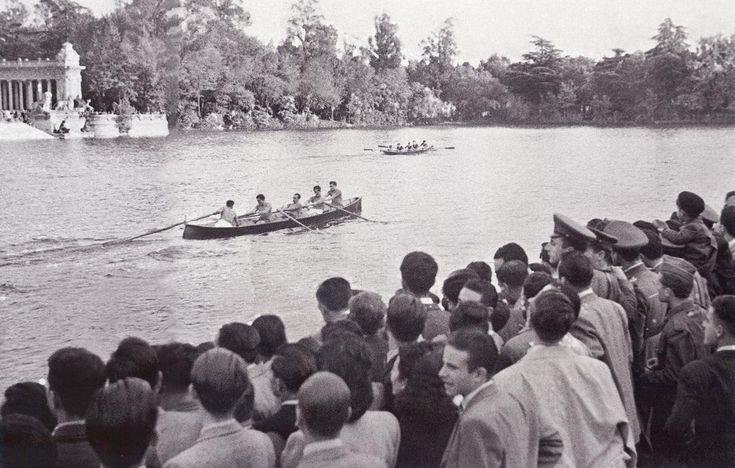 Campeonato de España de bateles, organizado por la Federación Española de remo, celebrado en el Retiro y disputado por los equipos de Sestao, Pedreña y Avilés.2 noviembre 1946. (Vidal)