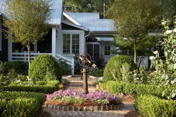 Best 25 Farmhouse Landscaping Ideas On Pinterest