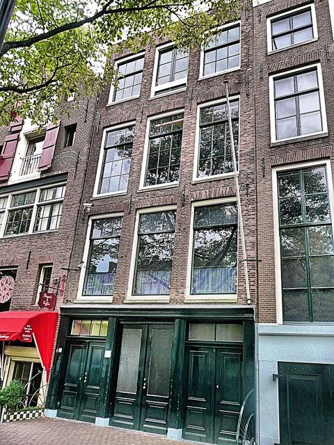 アンネフランクの家にはいまでも沢山の人が訪れる。オランダのアムステルダムにあるアンネ・フランク一家がナチスから逃れるために隠れ住んでいた家の博物館です。